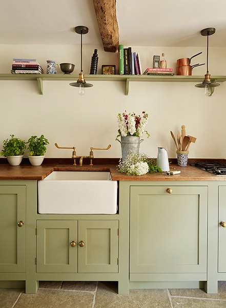 16 traditional country kitchen ideas period living for Period kitchen cabinets