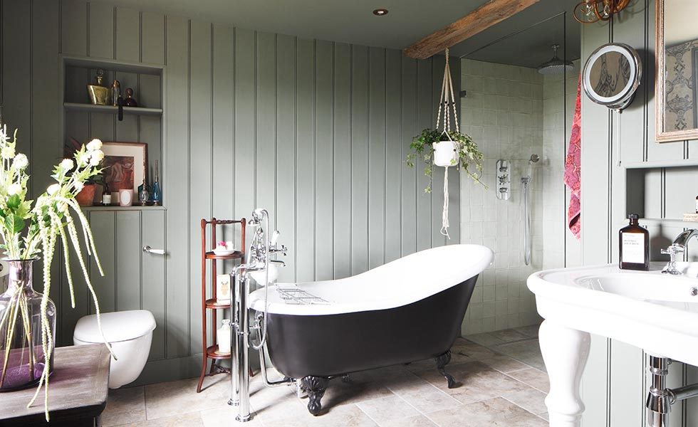 Bathroom with tongue and groove panelling