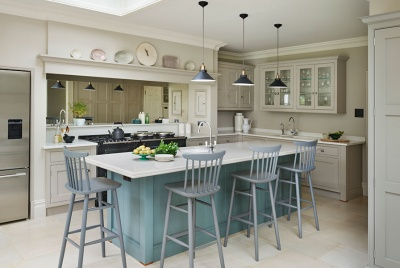 Martin Moore bespoke painted English kitchen in Georgian family home