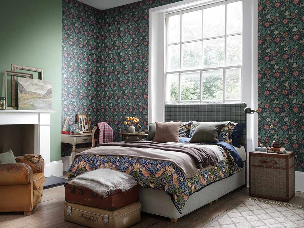 13 ideas for decorating with arts crafts prints period - Bedroom arts and crafts ideas ...