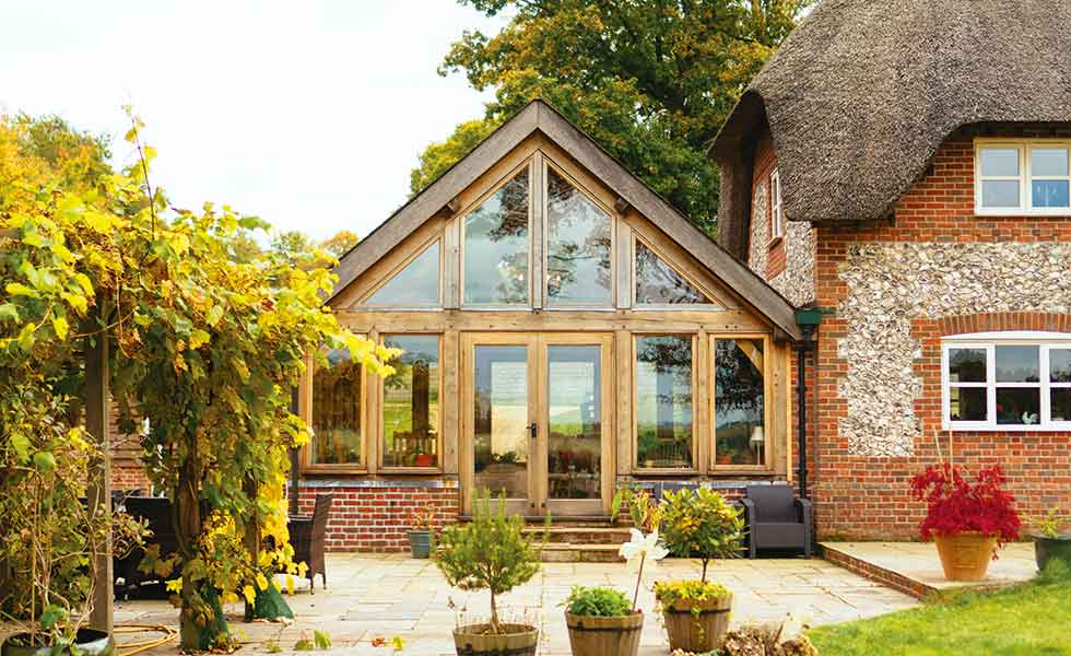 Oak frame sunroom to thatched cottage by Greenrooms by Oakwrights