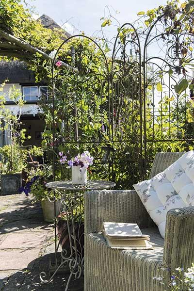 cottage garden furniture vintage trellis
