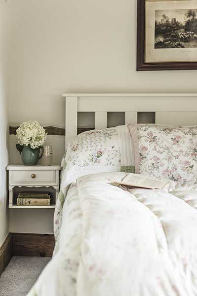 country cottage bedroom vintage style florals