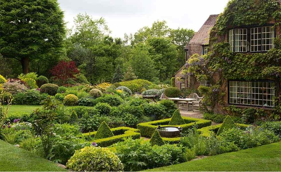 garden with sunken parterre