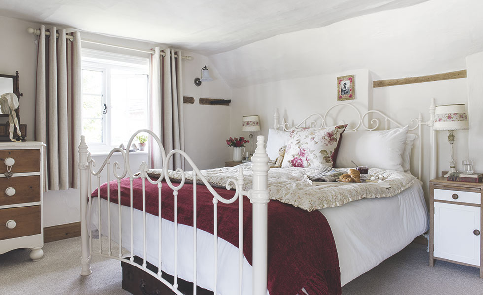 traditional country cottage bedroom