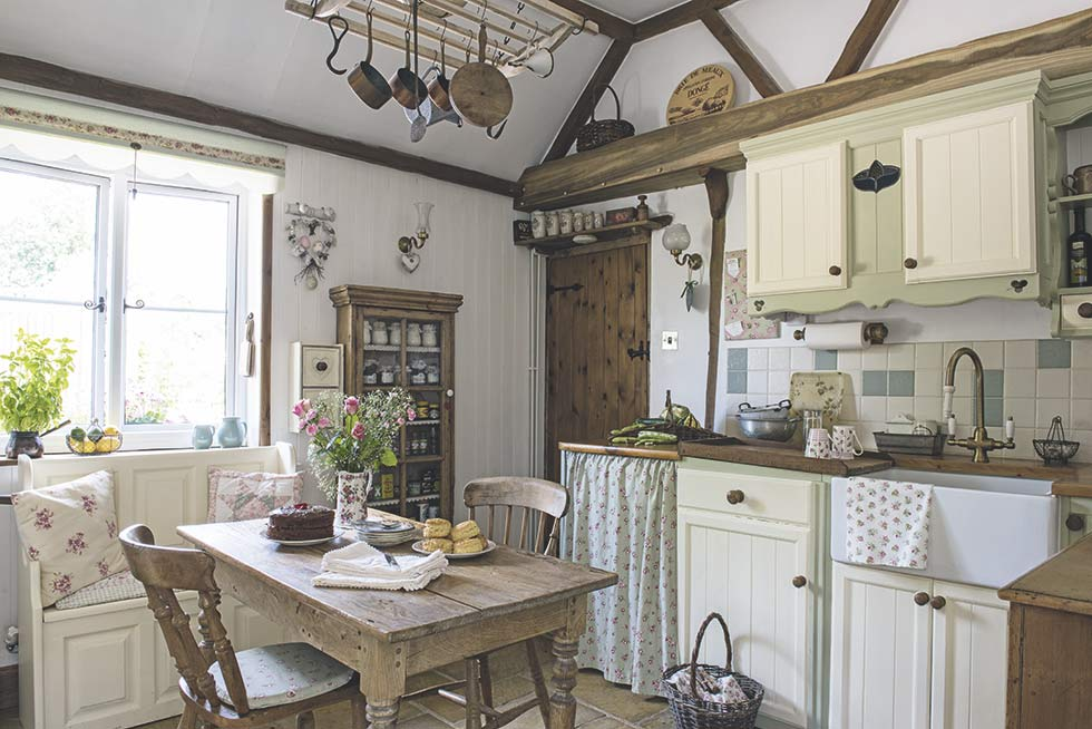 traditional country cottage kitchen