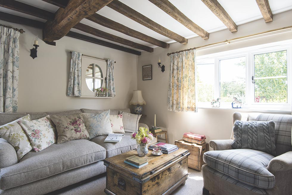 traditional country cottage sitting room