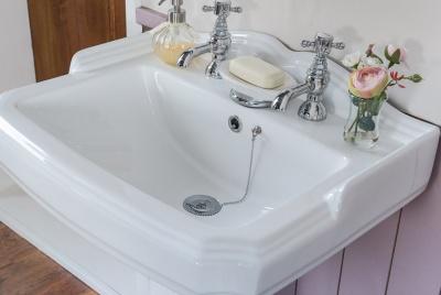 bathroom takeaway basin