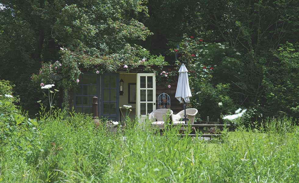 cottage garden summerhouse