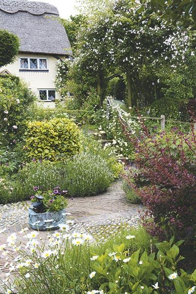 thatched cottage garden design