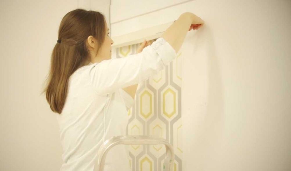 Trimming wallpaper