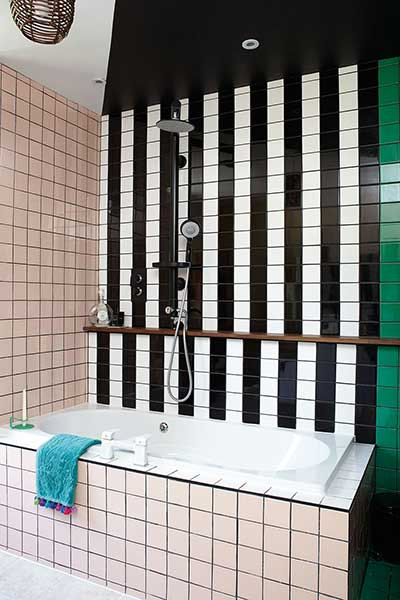 rees-house-black-and-white-tiled-bathroom