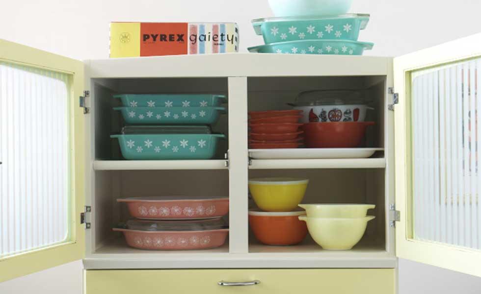 Pyrex in 1950s kitchen