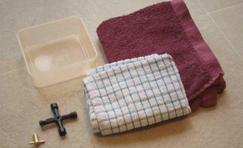 Equipment for bleeding a radiator