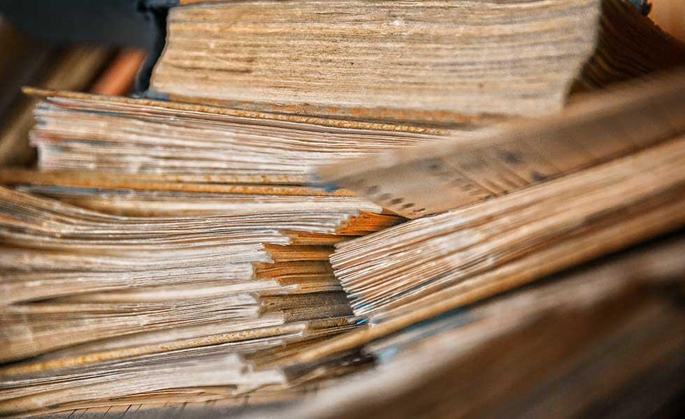 decluttering-old-schoolbooks