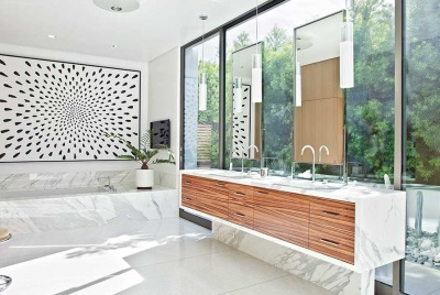 Bathroom with outdoor link