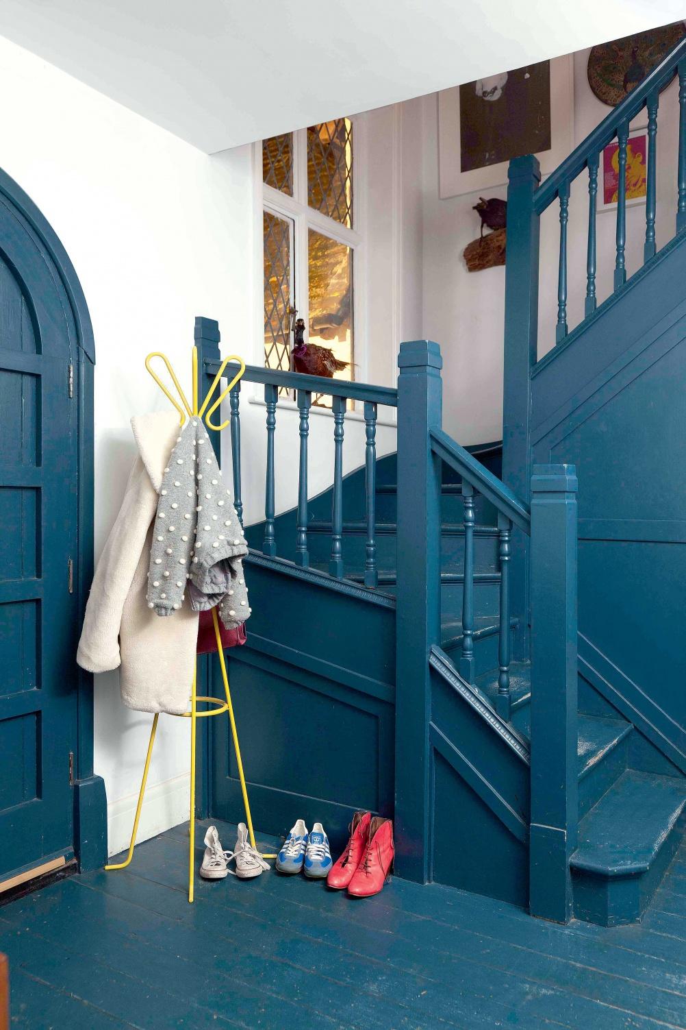 Blue_painted_hallway