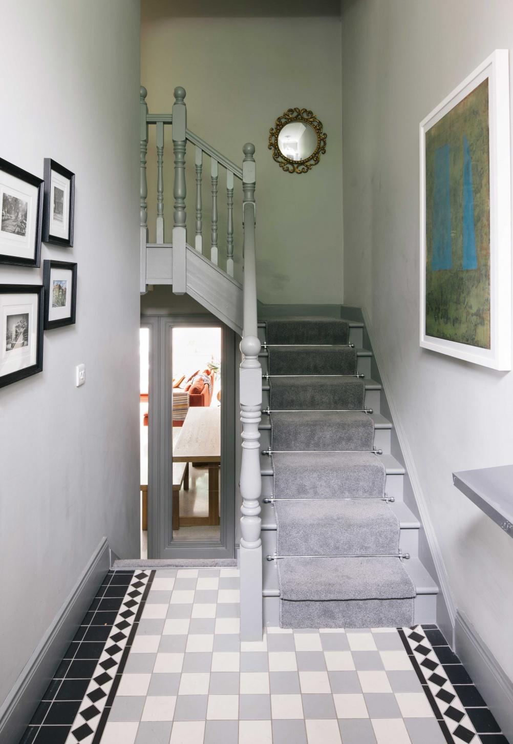 grey_carpet_hallway