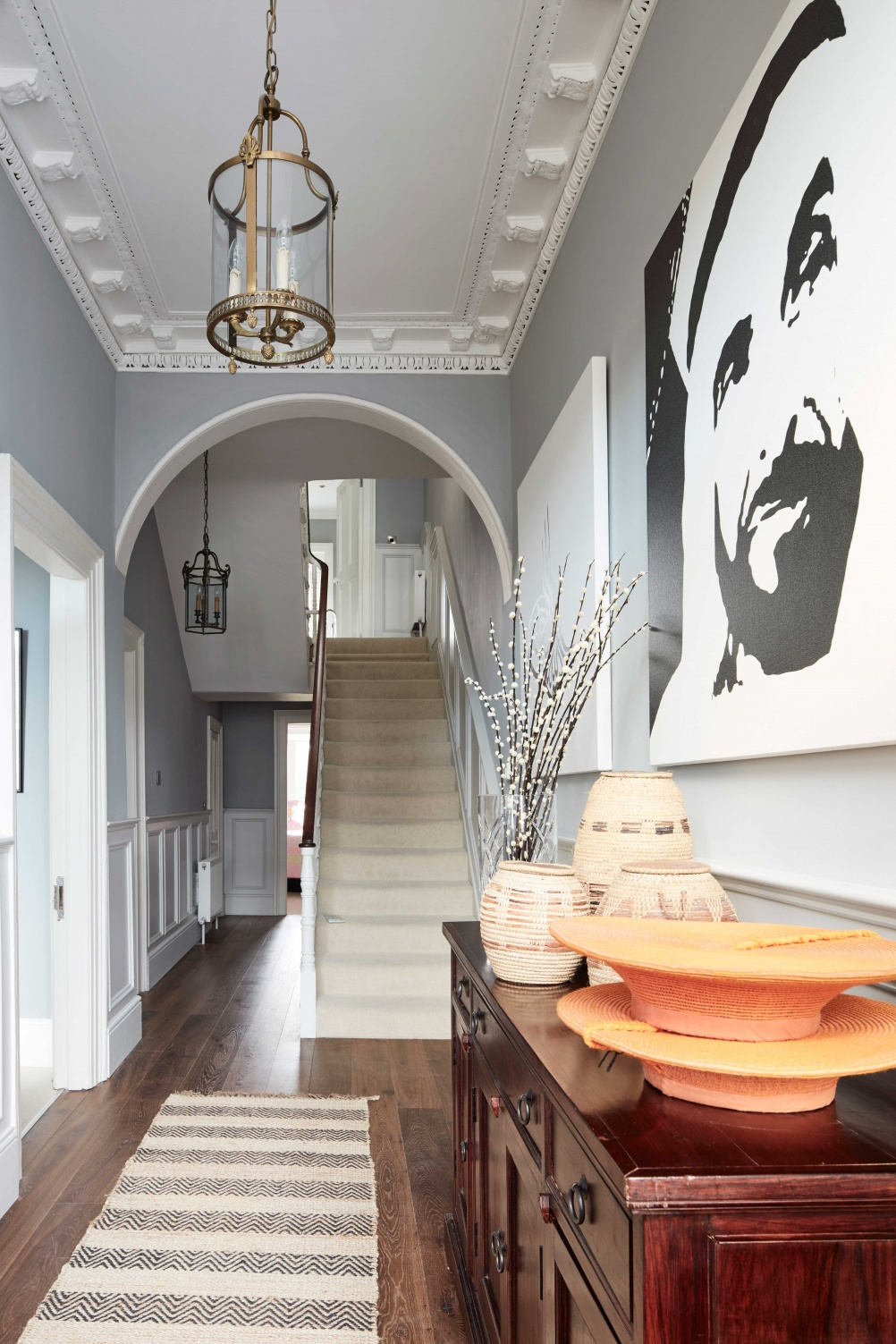 Elegant_grey_hallway