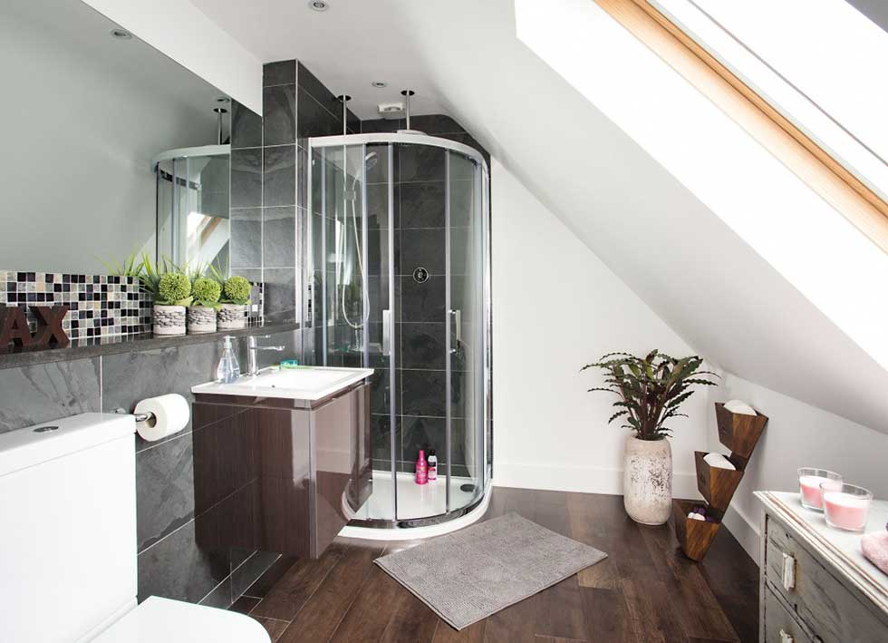 black_and_white_bathroom_loft