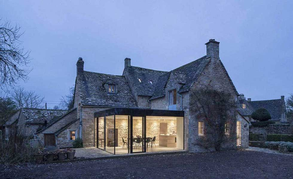 Extension to Yew Tree house by IQ glass