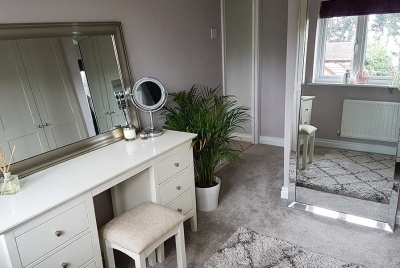 How to create a dressing room that can also be used as a home office