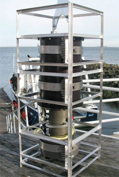 A pressure-vessel housing protects the FlowCAM