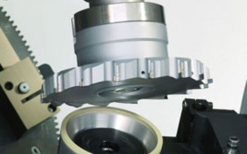 Komet Group erodes and polishes its PCD milling tools using the Vollmer QXD 200 universal machine