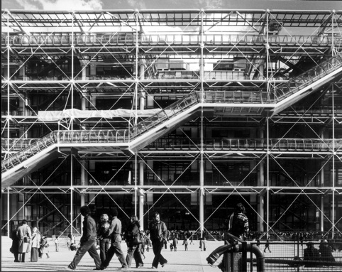 The structural technology of the centre georges pompidou in relation to its style of architecture