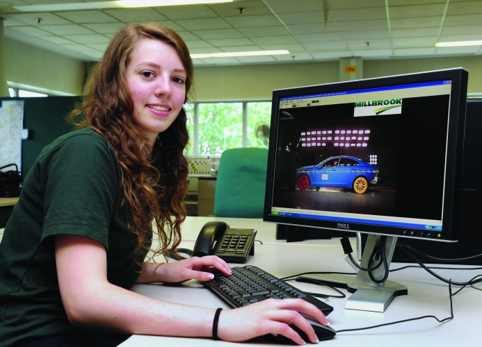 /g/i/v/Emma_Wilding__2nd_year_Higher_Apprentice_working_in_Vehicle_Safety_at_Jaguar_Land_Rover___s_Design_Centre_in_Whitley__Coventry_04.jpg