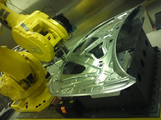 /y/f/s/University_West_welding_robot.jpg