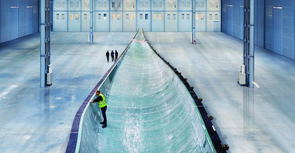 /x/d/b/Siemens_wind_turbine_B75_blade.jpg