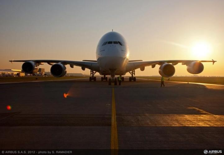 /c/u/m/Airbus_A380_lo.jpg
