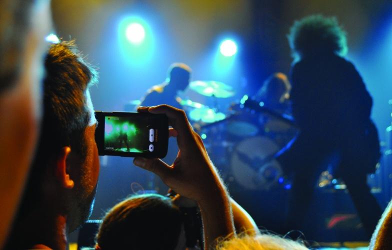 /m/m/u/Phone_concert_camera___credit_Ian_T_McFarland.jpg