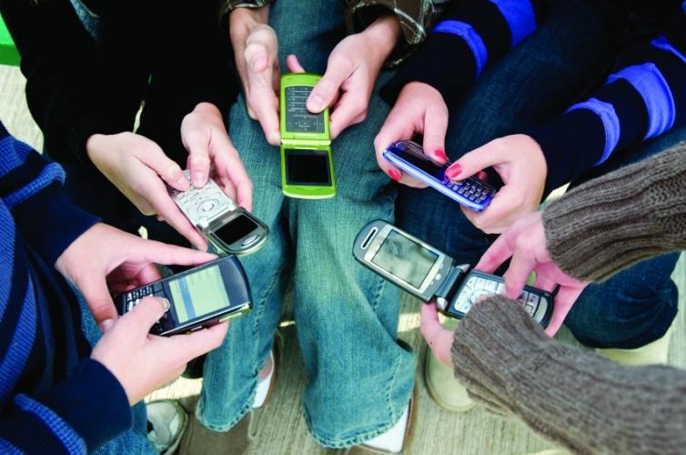 /k/k/i/Mobile_phones.jpg