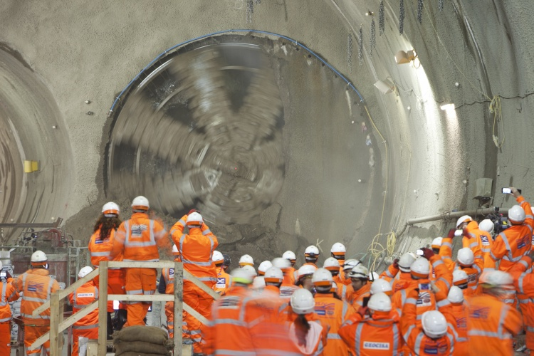 TBM Victoria breaks through into Stepney Green cavern