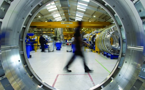 /a/s/y/Siemens_MRI_manufacturing_medical_2.jpg
