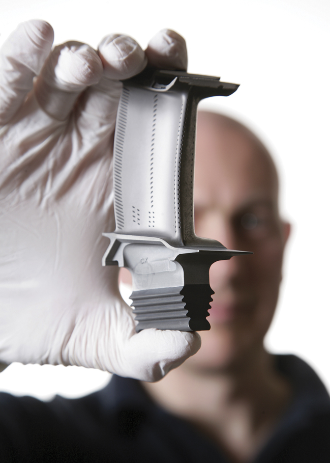 Rolls-Royce single-crystal turbine blade casting