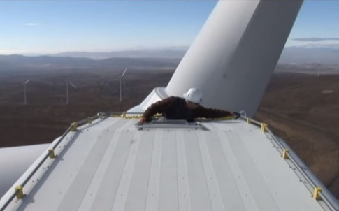 safety-grip-on-wind-turbine