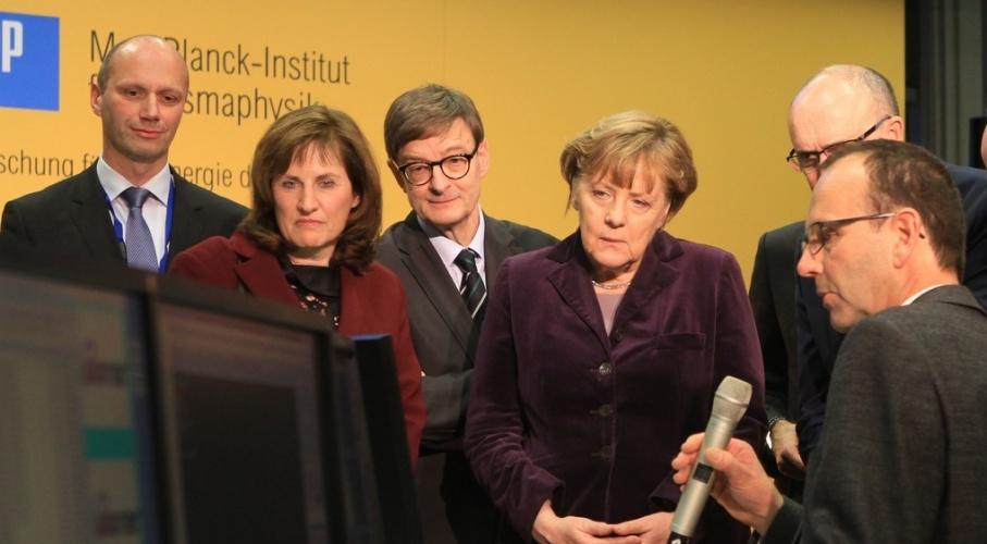 Chancellor Merkel activates the plasma pulse