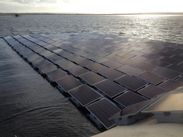 Uk Engineers Building Europe S Largest Floating Solar Farm