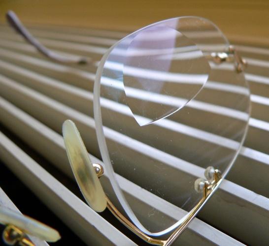 Nanobrushes are used to coat eyeglass lenses (Credit: Frank C. Müller via CC)