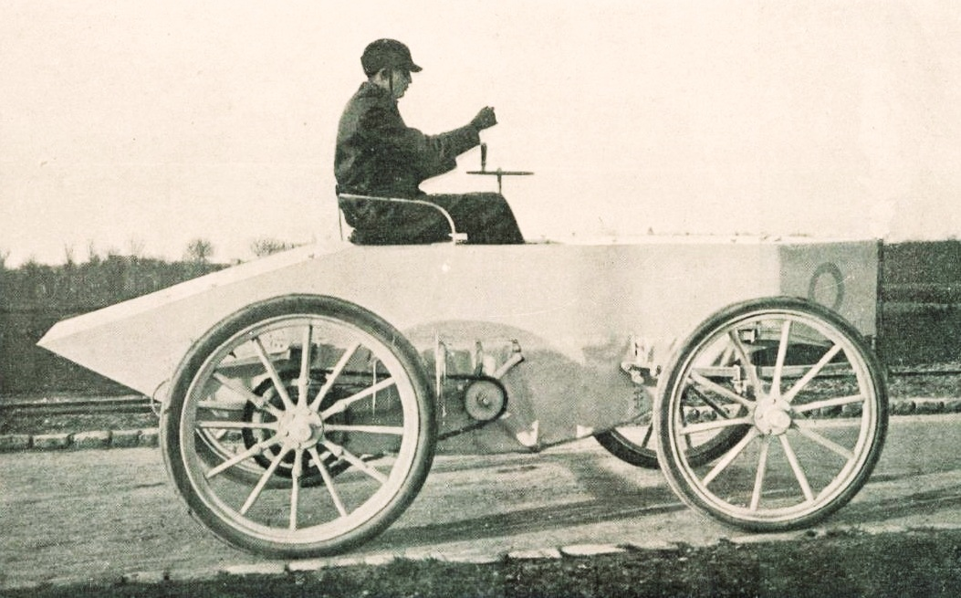 Gaston de Chasseloup-Laubat in his electric Jeantaud, the first record-holder