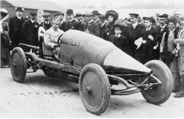 Enter the racing-car: the Sunbeam Nautilus, with Louis Coatallen at the wheel