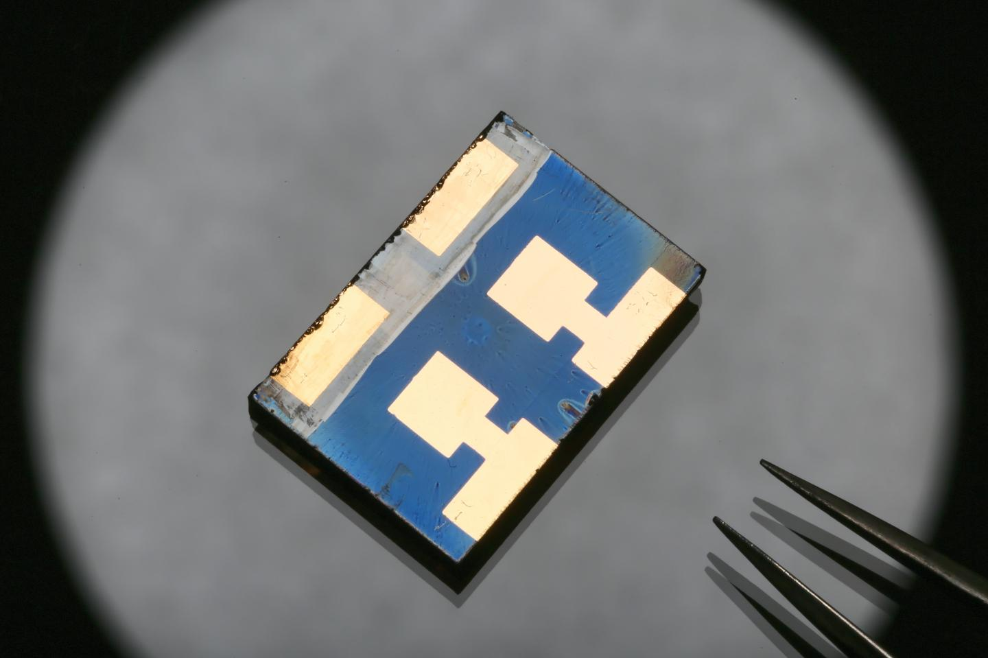 Vacuum Flash Helps Perovskite Solar Cells Beat 20 Per Cent