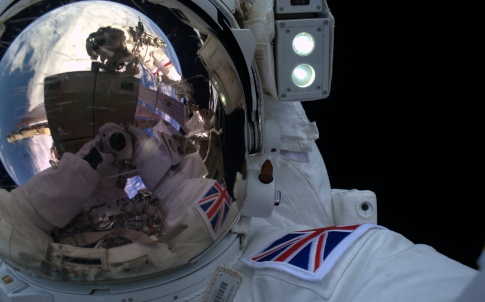 Tim_s_spacewalk_selfie