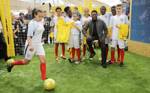 Football legend Pelé interacts with guests during day two of Make the Future London 2016 at Queen Elizabeth Olympic Park, Thursday, June 30, 2016 in London, UK. (Jeff Moore for Shell)