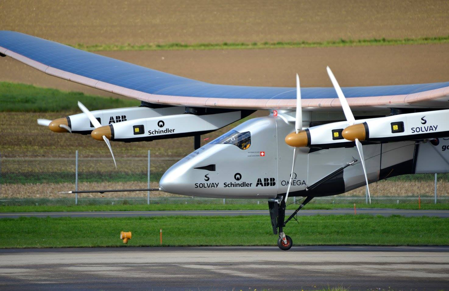 Bertrand Piccard brings Si2 in for a landing