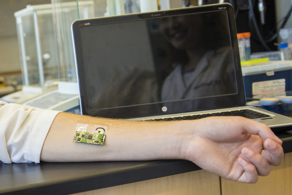 Flexible wearable sensor for detecting alcohol level can be worn on the arm