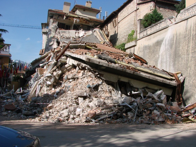 Aftermath of the 2009 L'Aquila earthquake (Credit: David Alexander)